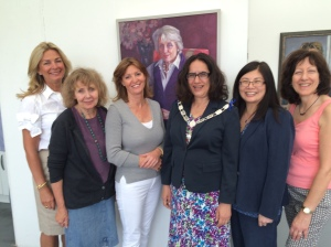 Lots Road Group artists Christine Klein, Collen Quill, Sharon Low and Stella Tooth with Veronica Ricks Principal Heatherley's (2md left) and Deputy Mayor K&C Cllr Rossi